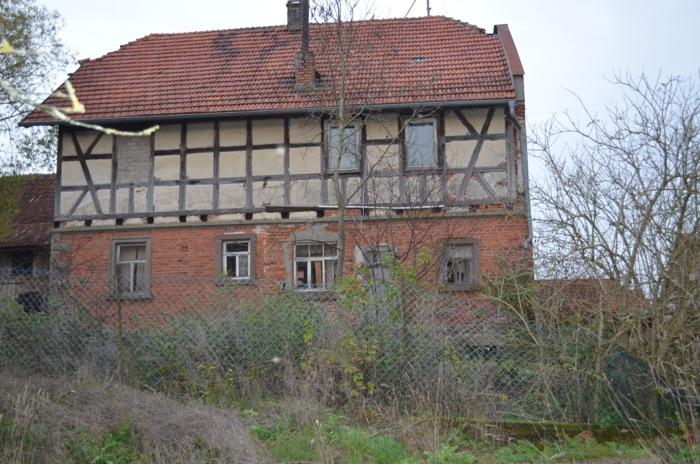 ein ehemals stattliches Haus, nun Fledermausparadies
