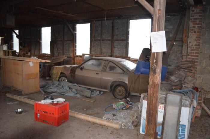 ein geiler Opel Manta und Futterstelle